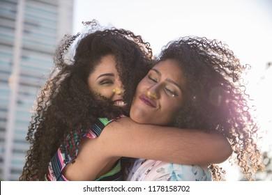 lesbian sisters dating