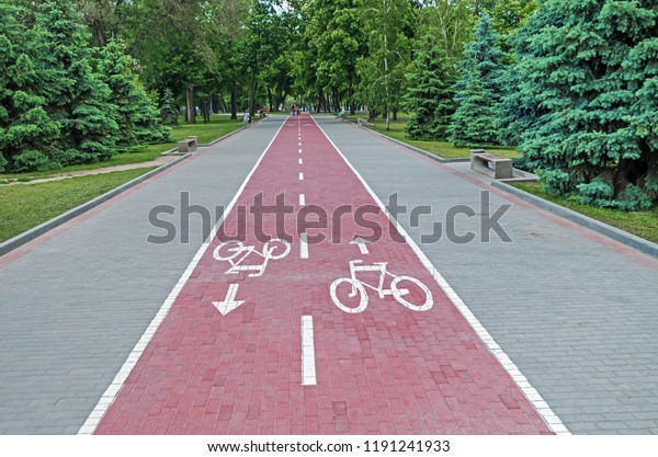 twoway-bicycle-path-lined-paving-600w-11
