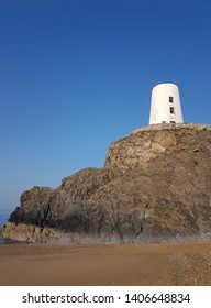 Twr Mawr lighthouse. Anglesey. Wales. UK. 22nd April 2019. A stone, conical tower lighthouse on Ynys Llanddwyn. it mark the western entrance to the Menai Straits. Built in 1845 and deactivated in 1975