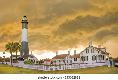 Tybee Island Light  (Savannah - US), is a lighthouse next to the Savannah River. It is one of the few remaining colonial era lighthouse towers.