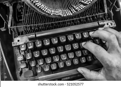 typewriter, vintage, old, write, antique, office, object, writer, type, equipment, author, message, metal, journalist, document, classic, business, keyboard, technology, black, old-fashioned, history