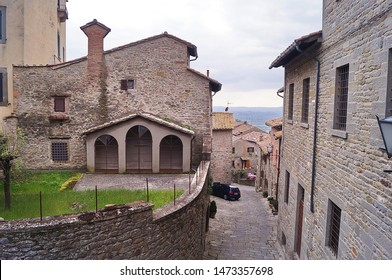 Typical alley in Cortona, Tuscany, Italy