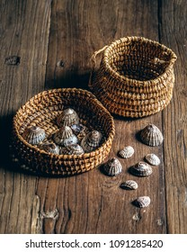 Typical basketry of Tierra del Fuego and Magallanes Region, of Yámana origin and limpets. Cestería típica de Tierra del Fuego y Región de Magallanes, de orígen Yámana y lapas.