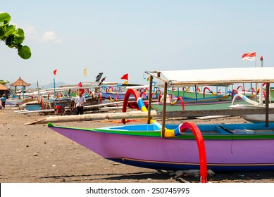 Typical indoensian boats called jukung on the beach of Lovina, Bali, Indonesia