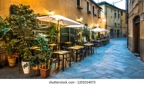 typical italian sidewalk restaurant - photo