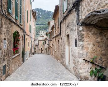 The typical narrow street in Mallorca village. Mallorca, Spain