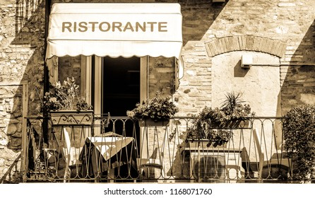 typical sidewalk restaurant in italy