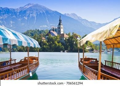 """Typical wooden boats, in slovenian call """"Pletna"""", in the Lake Bled, the most famous lake in Slovenia with the island of the church (Europe - Slovenia)"""