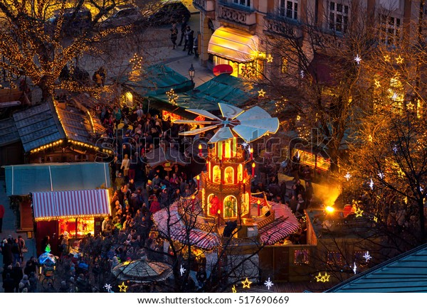 Typisches hölzernes Weihnachtslied, München, Bayern, Deutschland.