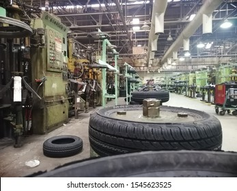 tyre making machine and tyres under process