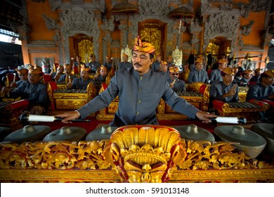 UBUD, BALI, INDONESIA - NOV 1: A man plays traditional gamelan percussion during the ceremony of the cremation of the Queen on November 1, 2013 in Ubud, Bali.