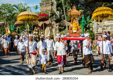 UBUD, BALI - MARCH 16: Balinese villagers participating in traditional religious Hindu procession before Ogoh-ogoh parade and Nyepi day (Balinese New Year) in Ubud, Bali on March 16, 2015