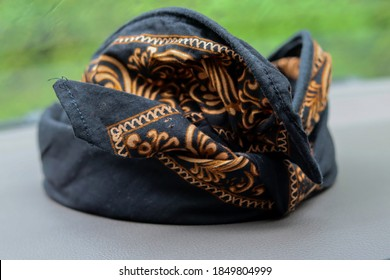 Udeng, Balinese clothing which is black in color with traditional patterns