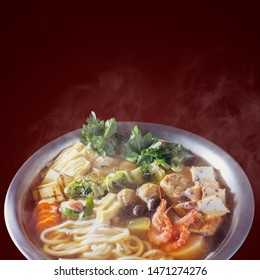 Udon -Suki (hot pot with udon, chicken and vegetables)