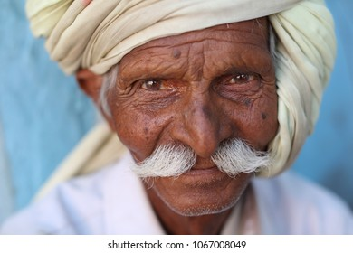 UJJAIN - INDIA - JANUARY 5, 2016: Unidentified Hindu pilgrim with turban on January 5, 2016 in Ujjain, India.