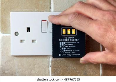 UK 13 AMP Socket tester showing socket working correctly