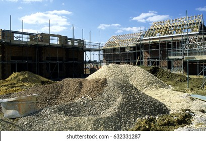UK Bedfordshire Clapham 2001. New housing estate in the process of being built for public sale.