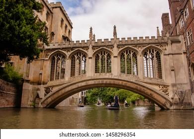 UK, Cambridge - August 2018: St John's College, Punting below the Bridge of Sighs