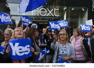 UK SCOTLAND PERTH - Sep 12, 2014: Yes campaigners in the High Street in Perth, Scotland, UK shortly before a visit by Alex Salmond during the independence referendum.