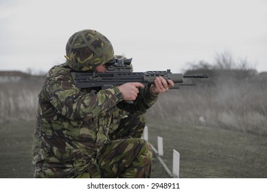 UK soldiers practice shooting