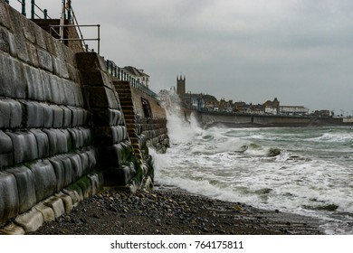 UK Weather: Penzance, Cornwall, UK. Gale force winds hit into the southern point of Cornwall bringing rain and heavy atlantic swells.