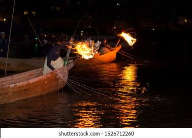 Ukai (ancient fishing method catching sweetfish by using tamed cormorants) In the Ukai of Nagara-gawa River, one ujo conducts fishing using 12 cormorants at once.
