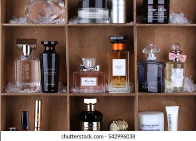 Imágenes, fotos de stock y vectores sobre Parfums Christian