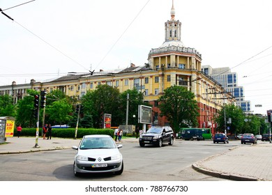 UKRAINE. DNEPROPETROVSK - JUNE 13, 2017: Cars drive along Dmitriy Yavornytsky Avenue during the summer.