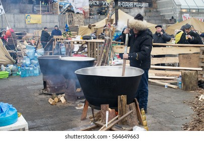 Ukraine, Kiev, January 01 2014, Khreshchatyk and Maidan Nezalezhnosti. Riots(revolution) and the New Year 2014 holiday. Cooking chef mixing food in a scoop . People here eat.
