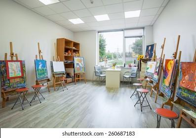 UKRAINE, KIEV - OCT 6: Children's drawing class  of the Academy of modern education interior on October 6, 2013 in Kiev, Ukraine.