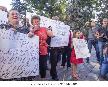UKRAINE, KYIV - Sep 1, 2014: Weeping soldiers' mothers demand the return of the sons home. -- Mother fighters 51th Volyn teams that require their children to return from captivity.