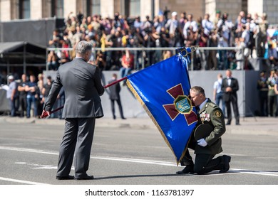 Ukrainian President Petro Poroshenko handovers a flag to a serviceman during a military parade marking Ukraine's Independence Day in Kyiv, Ukraine August 24, 2018.