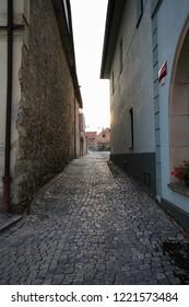 stará dlážděná ulice ve městě Kourim town, Czech republic - Shutterstock ID 1221573484