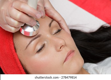 Ultrasounds treatment on the face