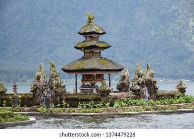 Ulundanu temple lake bertan