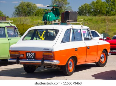 "ULYANOVSK, RUSSIA - JUNE 16, 2018: Car IZH-2125 ""Kombi"" (IZH -Kombi) - participant of the festival of petrotransport. Back view"