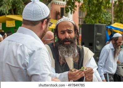 Uman, Ukraine - 2 October 2016: Conversation between two Hasidic. Every year, thousands of Orthodox Bratslav Jews gather in Uman to mark Rosh Hashanah near the tomb of Rabbi Nachman.
