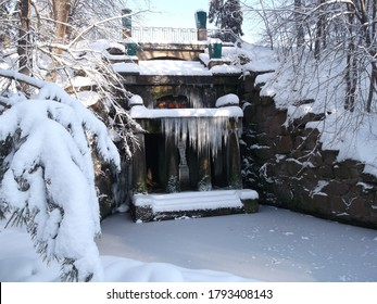 Uman.Sofia Park.Frosty sunny day.All covered with snow and ice.Naked figure of Venus in the grotto of Fetida as an entrance to another, fabulous world.