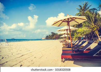 Umbrella and chair on the beautiful beach and sea - Vacation concept