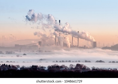 Umweltverschmutzung durch Industrie im Winter
