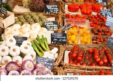 Fr�¼chte und Gem�¼se auf einem Markt