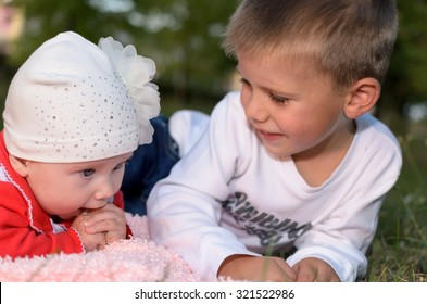 Underage boy with his little sister about something sweet deal.