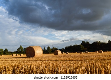 Underwood,Nottinghamshire,UK: 08th August 2018:After weeks of clear blue skies dramatic storm clouds across over the harvested fields of the  Nottinghamshire countryside.