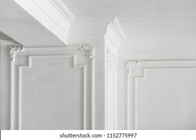 unfinished plaster molding on the ceiling and columns. decorative gypsum finish. plasterboard and painting works