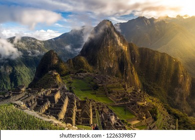 Unforgettable sunrise in Machu Picchu. After a wonderful experience traveling through Peru. The greatness of the Inca civilization. Machu Picchu is the jewel in the crown.