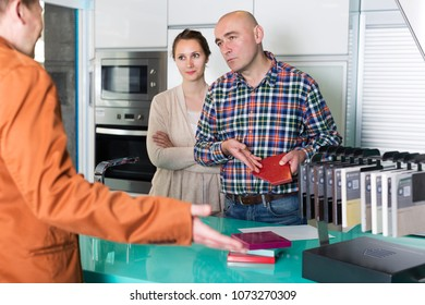Unhappy young couple is dissatisfied with the quality of service