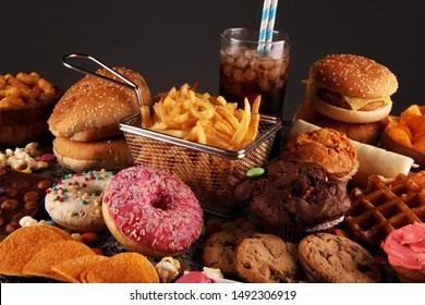 Ungesunde Produkte. Essen schlecht für Figur, Haut, Herz und Zähne. Angebot an Fast-Carbohydrate-Lebensmitteln mit Pommes frites und Cola