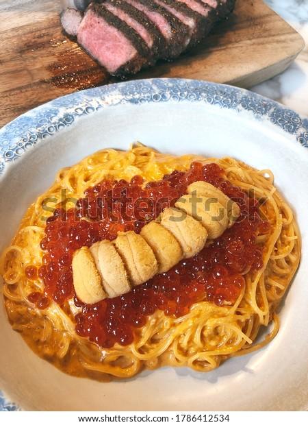 Uni spaghetti with salmon eggs