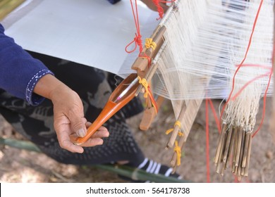 unidentify people , they make a Thai silk .