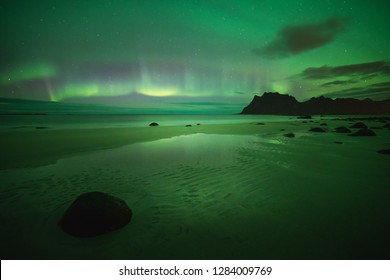 Unique northern lights at the beach